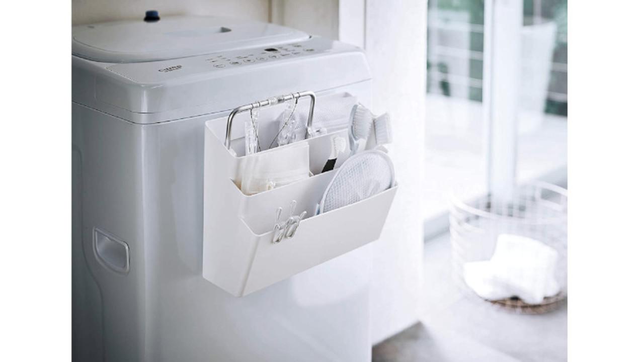 洗濯機にくっつけるだけ。仕切りのついた3段式で、たっぷり収納・分類できるマグネット式ポケット