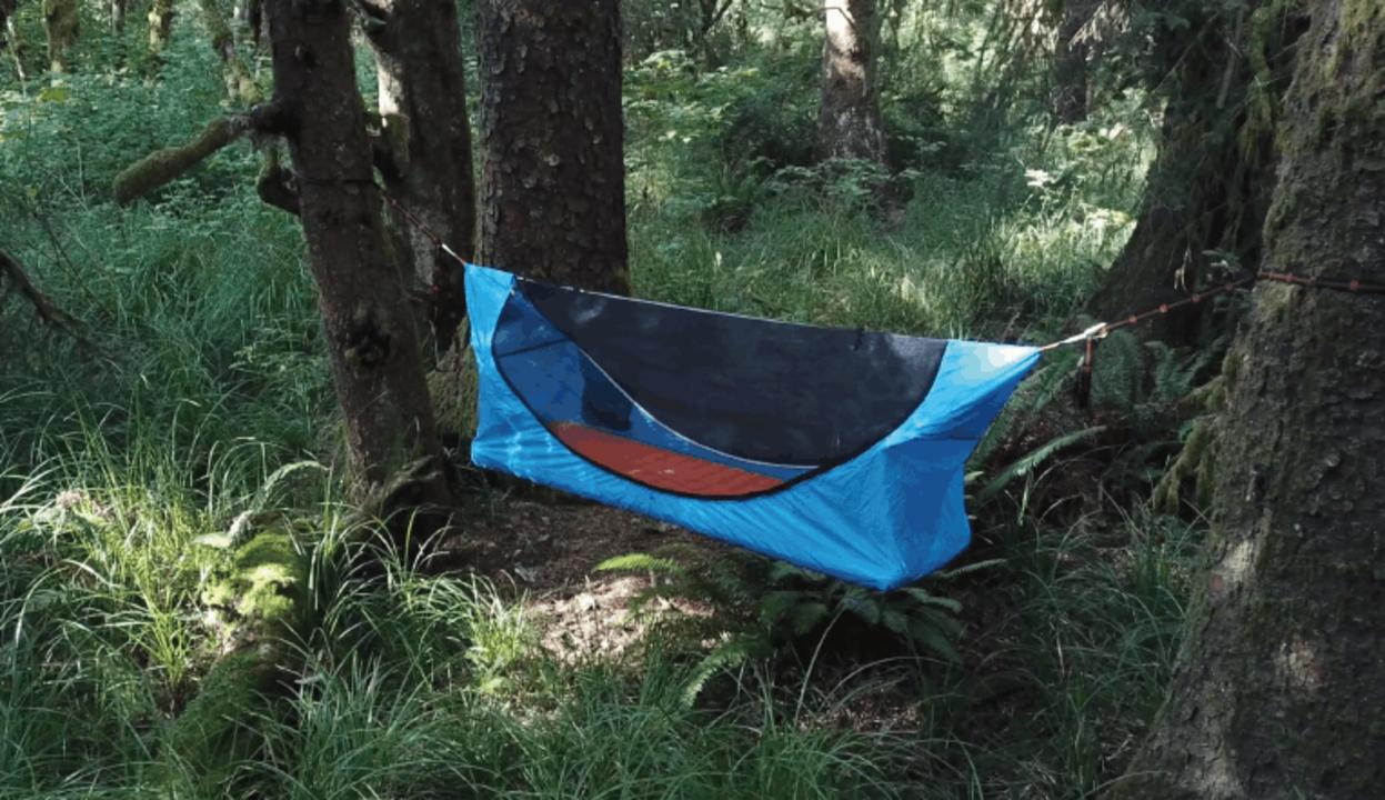 次のアウトドアは宙に浮かんでみては? フラットな床で寝心地も良さそうなハンモック型テント「Haven Tent」