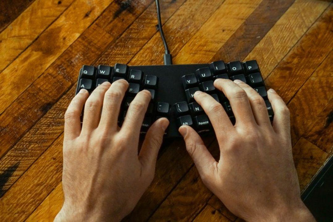 「小さい」「メカニカル」「エルゴノミクス」3大欲求が詰まったキーボード。ただし、使いこなせるかは別の話