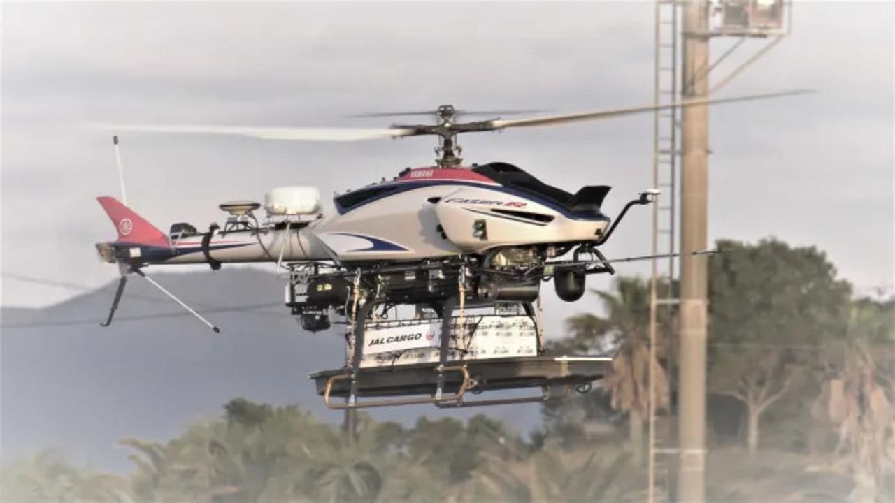 ヤマハの無人ヘリを使った鮮魚の輸送実験。当日中に都内のレストランへ届けることに成功
