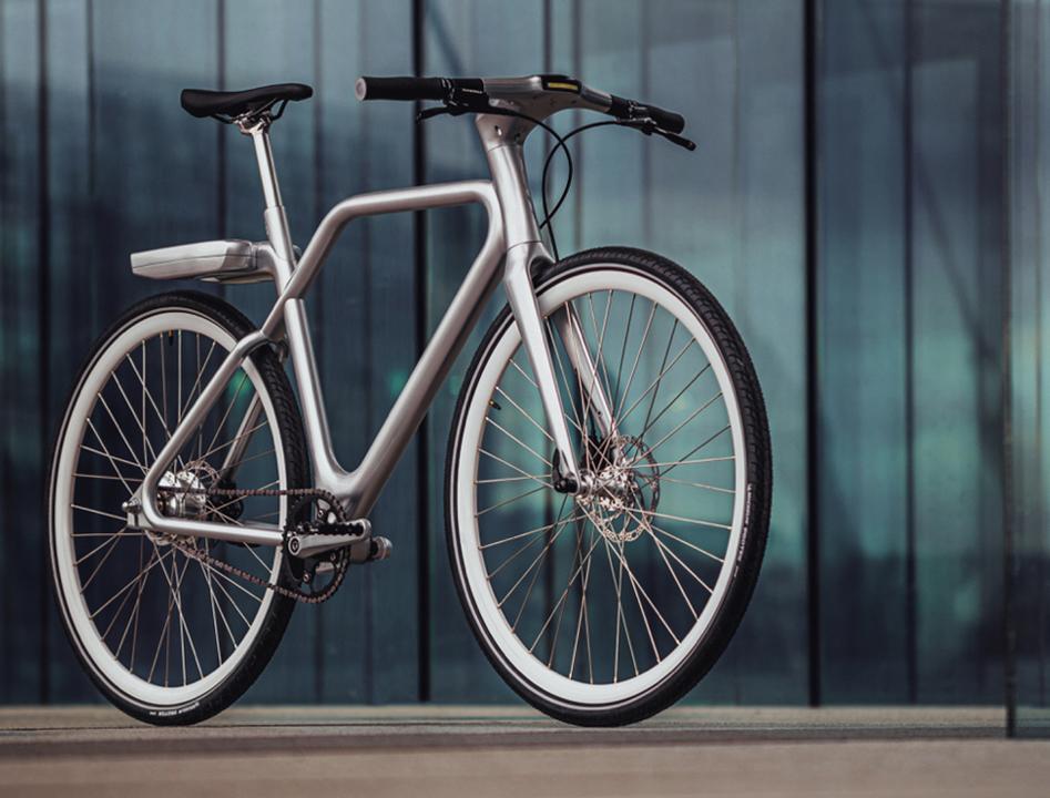 ジェット・パック付き? 未来感漂うフランス製eバイク「Angell」