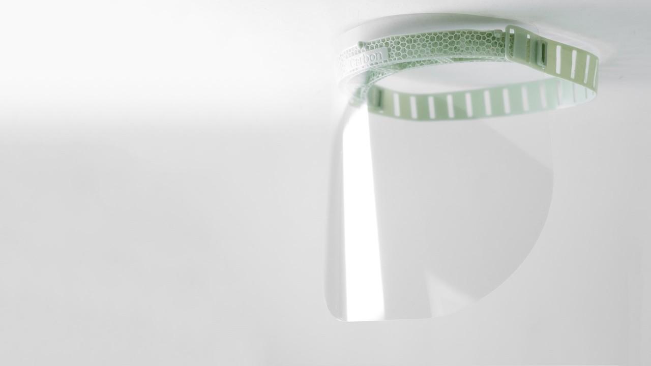 アディダスが、3Dプリント製のフェイスシールドを製造