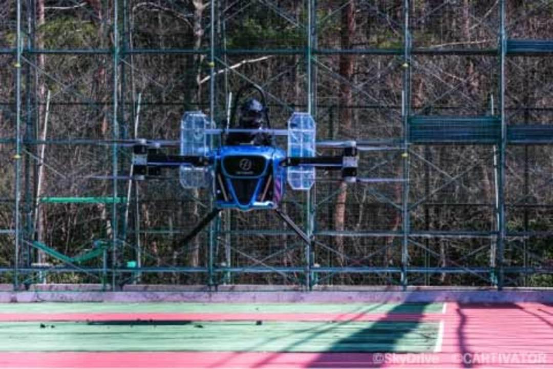 「空飛ぶクルマ」を作るSkyDrive、日本初のeVTOL有人テスト飛行を行なう