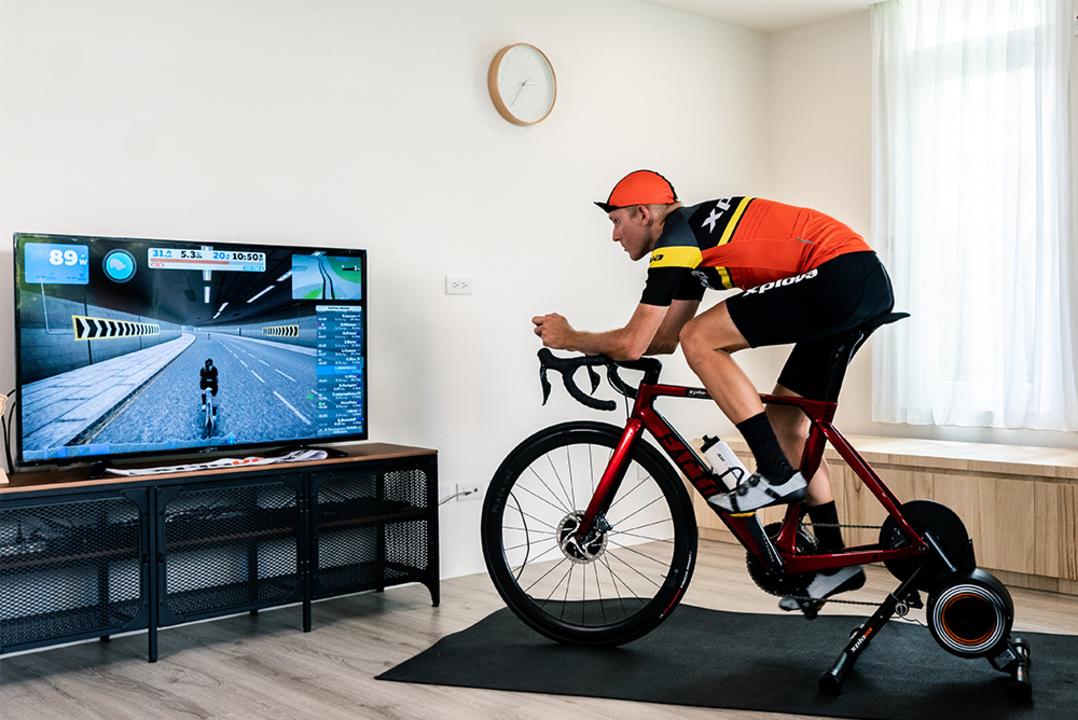 自宅に居ながらトレーニング。自転車用スマートトレーナーって今が買い時なのでは?