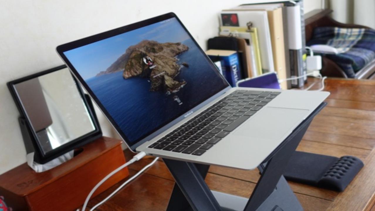 座り疲れ解消で集中力アップ! 使わない時は折りたためる4-in-1ラップトップデスク「MOFT Z」