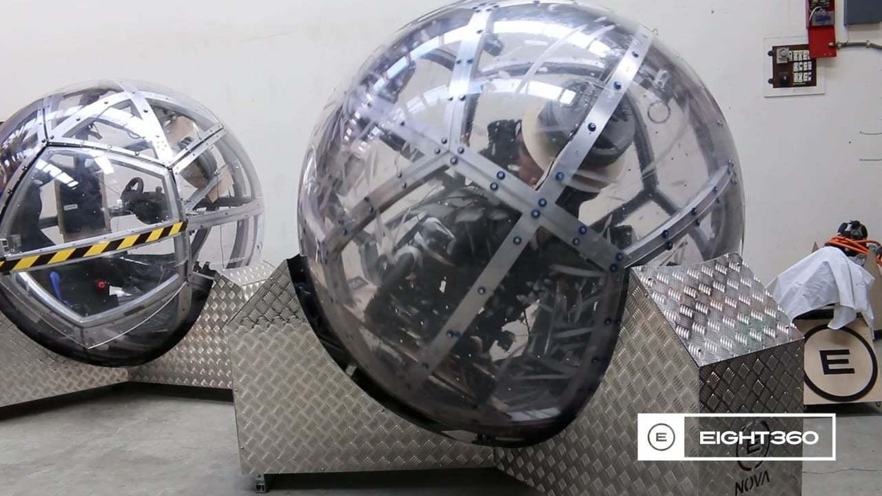 ボール型のコックピットで操縦する、究極のVRシミュレーター