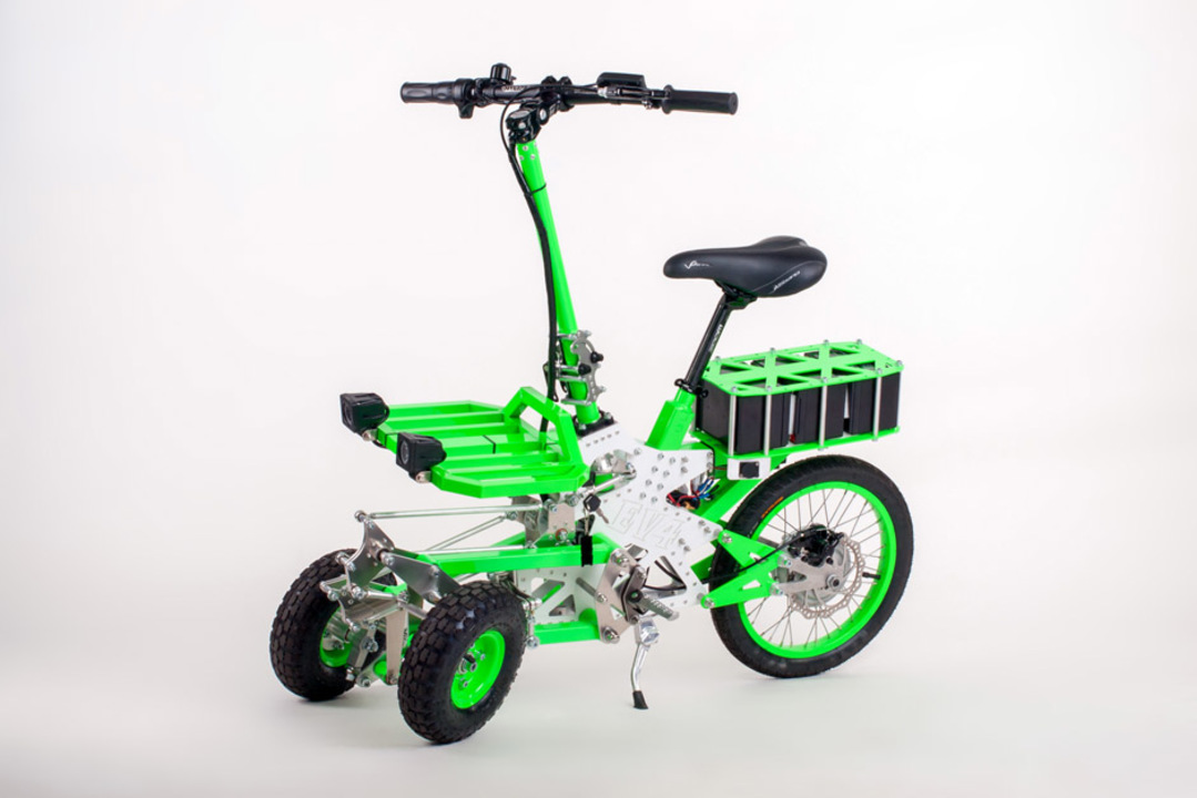 車体を揺らして曲がる、折りたたみ電気3輪スクーター「EV4 グレムリン」