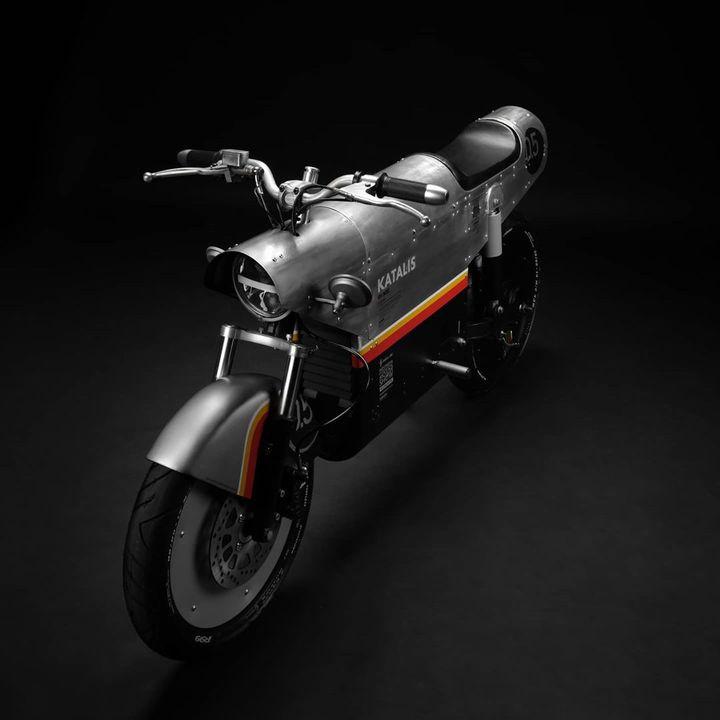 戦闘機みたい。ジャカルタ生まれの電動バイク「katalis EV.500」