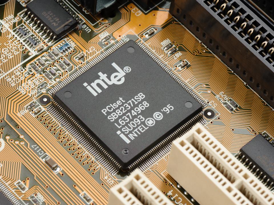 大手プロセッサメーカーの工場誘致を狙うトランプ政権。インテルは乗り気な模様