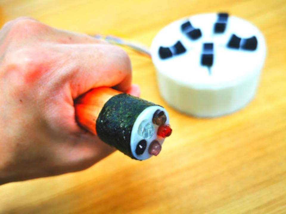 電解質を合成して味を表現する味ディスプレイ。その名も「Norimaki Synthesizer」!