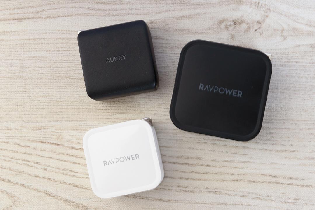 パソコンの充電器はもっと小さくなります。スリムなPD充電器まとめ