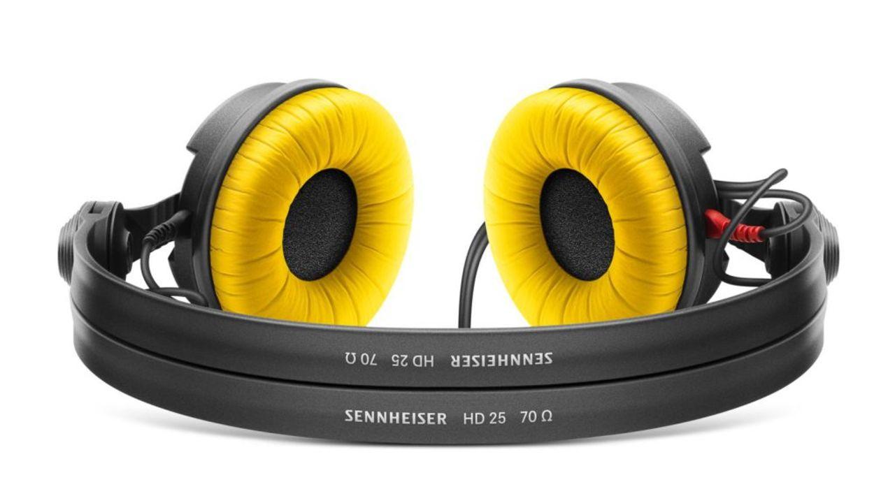 ゼンハイザーの定番ヘッドフォン「HD25」が30周年のイエローモデルで登場。しかもセール価格ときた