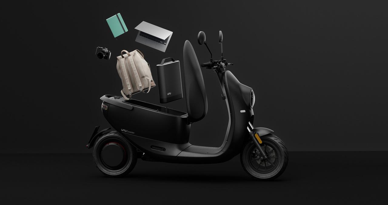 収納容量がヘルメット2個分。ドイツのEVスクーター「unu」33万円