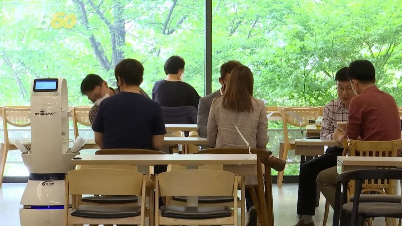 韓国のカフェでロボットバリスタが登場。ソーシャルディスタンス確保に大活躍