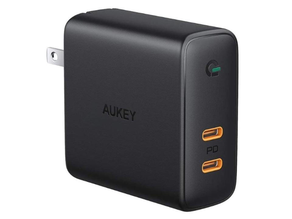 【きょうのセール情報】Amazonタイムセールで、AUKEYのType-Cを2ポート搭載・GaN採用の急速充電器や1,000円台の4Way仕様ドライバッグとスマホ防水ケースのセットがお買い得に