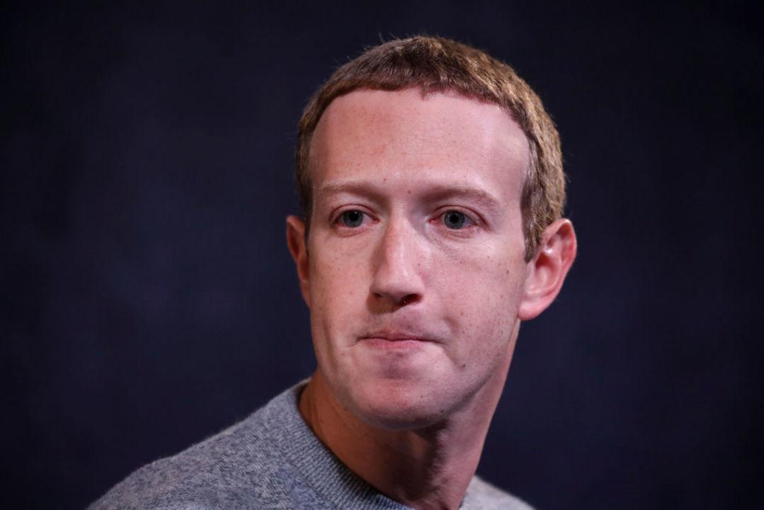 暴力を引き起こすコメントは削除なんじゃないの?研究者たちがフェイスブックを批判