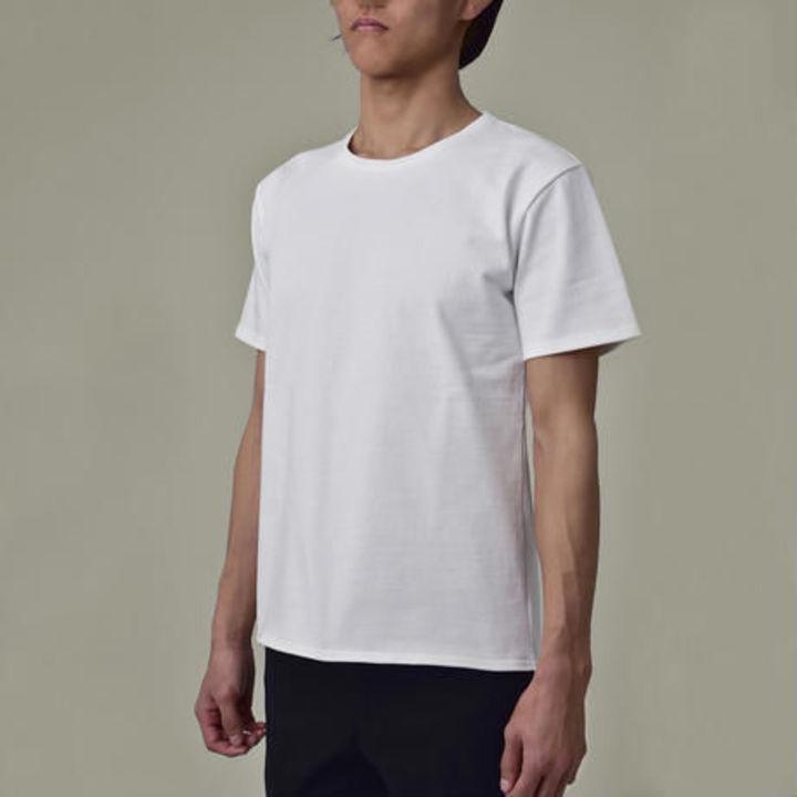 「あ、あの人乳首が…」と言われないTシャツ「正装白T」