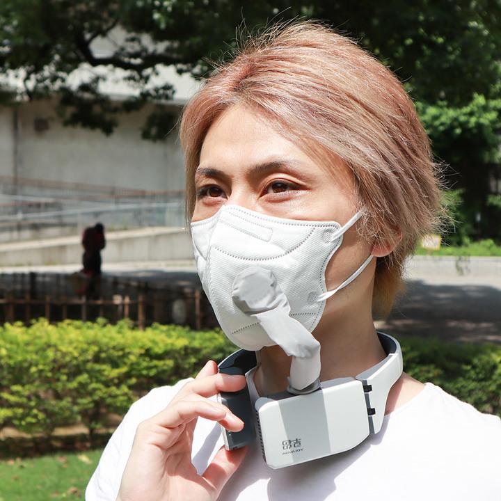 マスクの中を涼しくできるウェアラブル空気清浄機。すごく機能いいんだけど、見た目が…