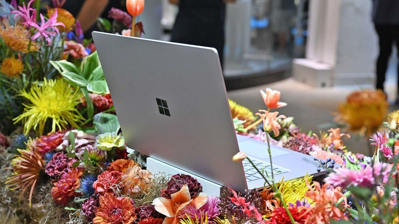 ベンチマークテスト中? Surface Laptop 4はAMDチップ搭載