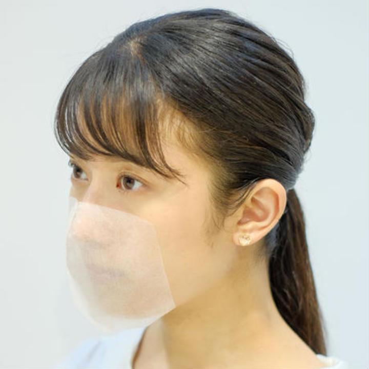 耳にかけない「貼るマスク」。くしゃみしたら飛んでいきそう...