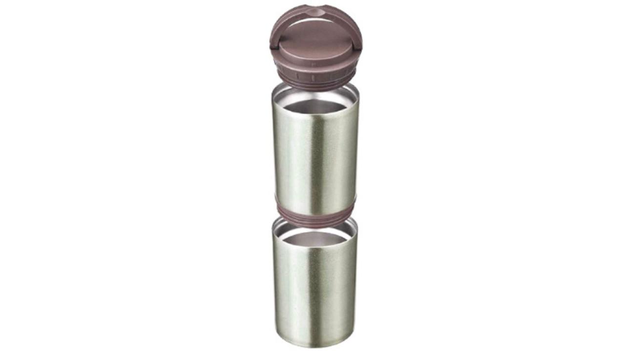 2つの缶やペットボトルをそのまま入れて保冷できる多機能な真空断熱ステンレスボトル