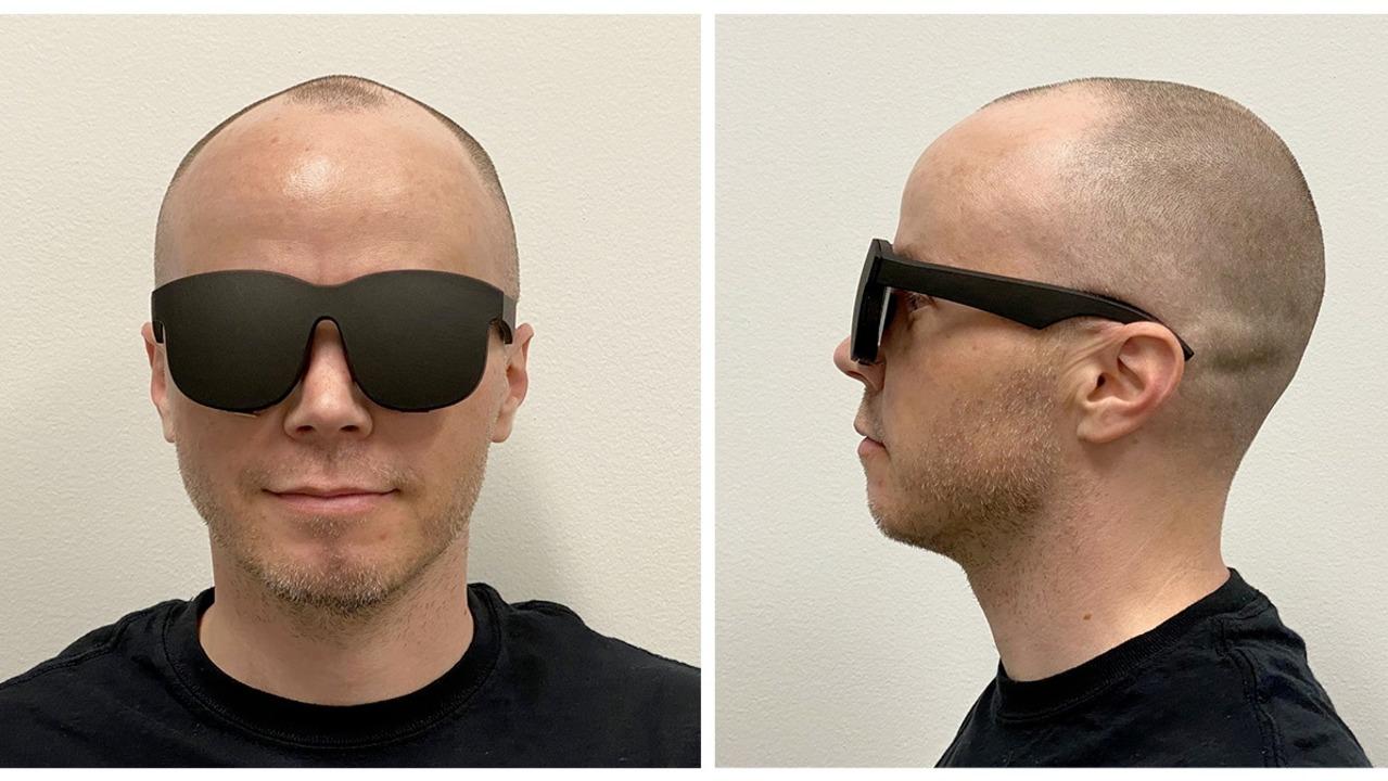 Facebookの新VRヘッドセット試作機がものすごくグラサン