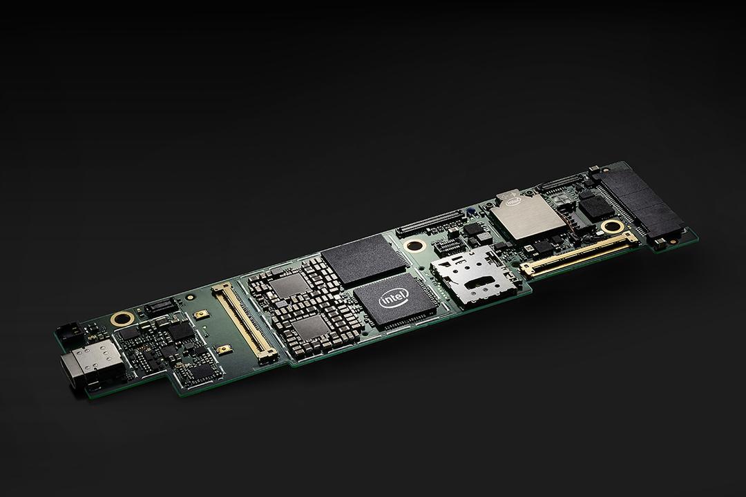 未来のパソコンはもっと小さくなる。インテルの新技術はすごい