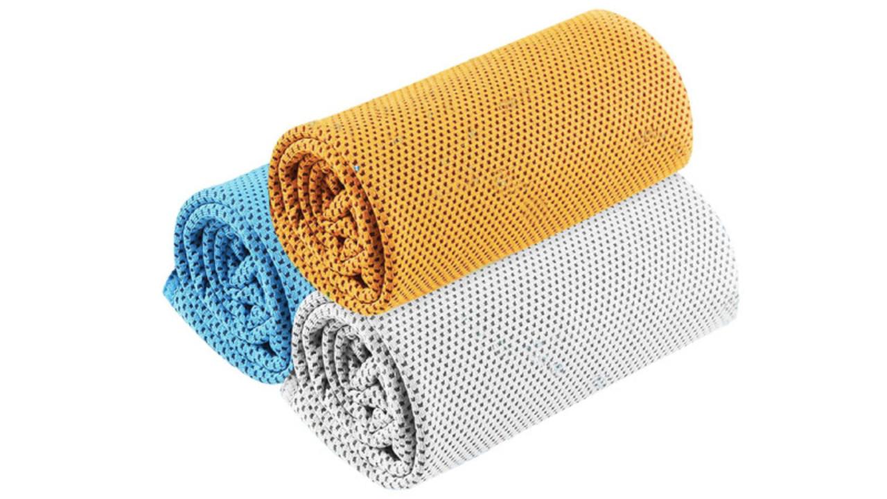 900円台で3枚セット。濡らして振るだけ「超冷感タオル」は熱中症対策にも良さそう