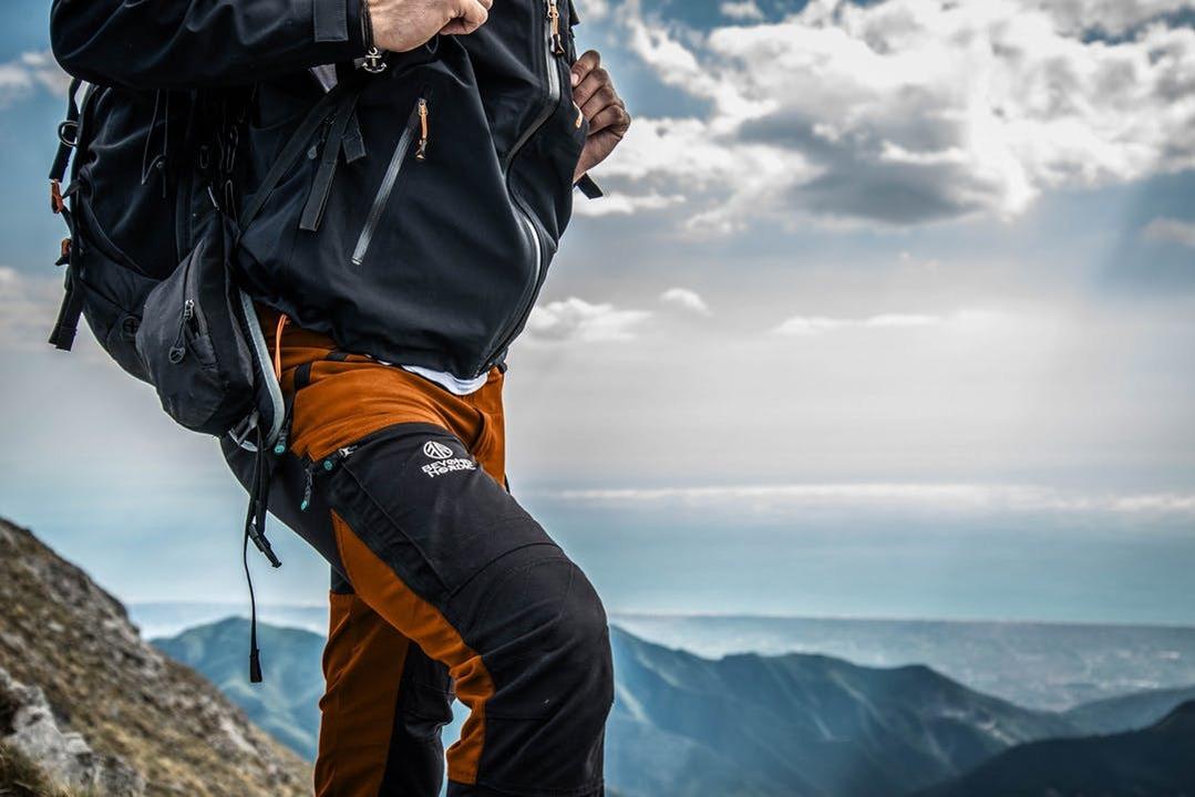 ハーフパンツにもなるよ! 北欧発の新鋭アウトドアブランドから多機能パンツが登場
