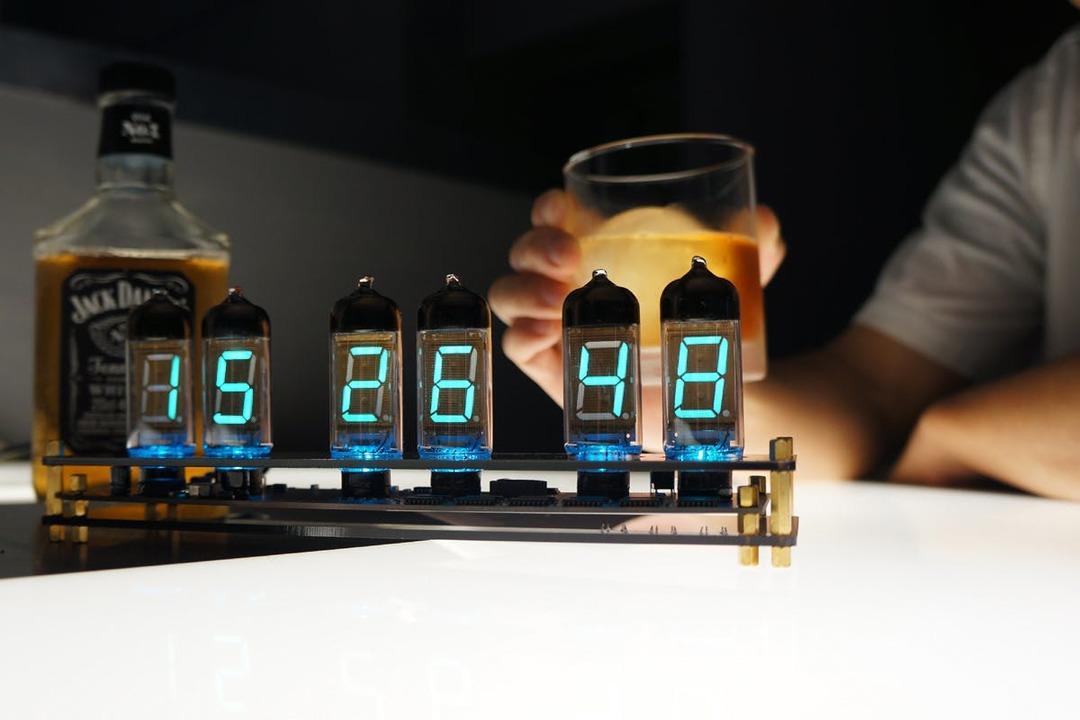 レトロでサイバーパンクな時計はいかが? 「Cool VFD Clock」のキャンペーンが終了間近