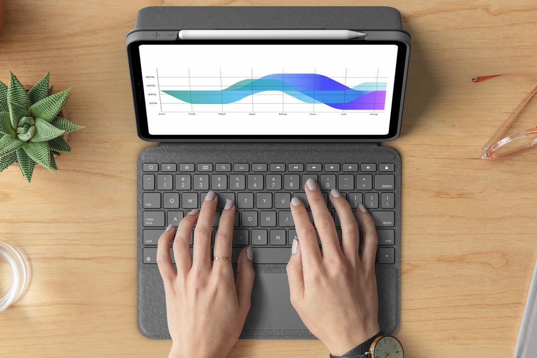 画面も倒せてコスパ良し。iPad Pro用キーボードはLogicoolも良くない?