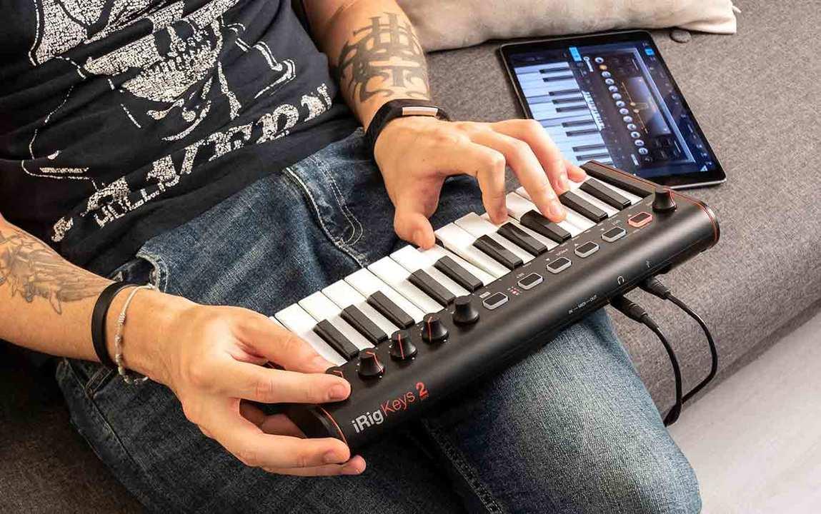 このヘッドフォン出力、イエスだね。モバイルキーボード「iRig keys mini 2」が発表
