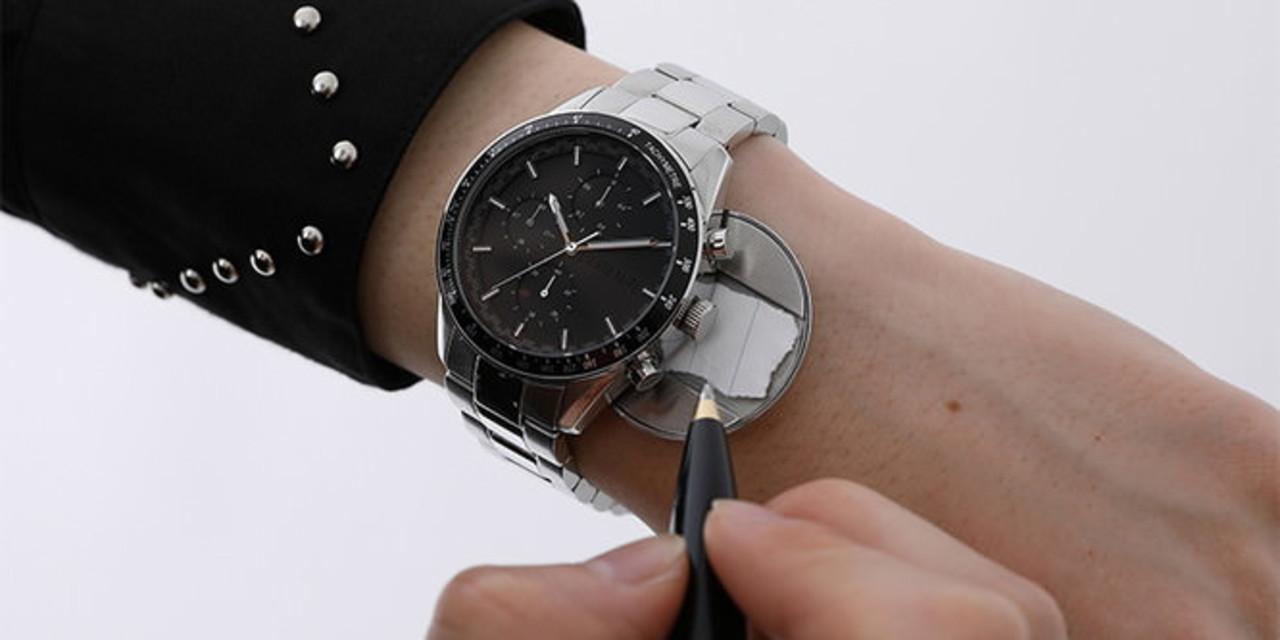 裏蓋にノートの切れ端を隠せる…。漫画『デスノート』で夜神月が作った腕時計が発売