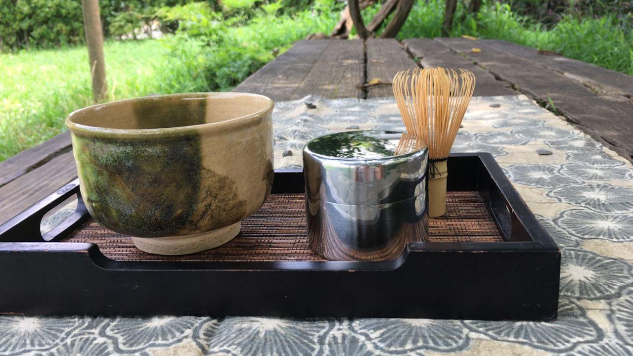 公園でお抹茶たてるのいと楽し。いい感じに濾せる「茶ふるい缶」