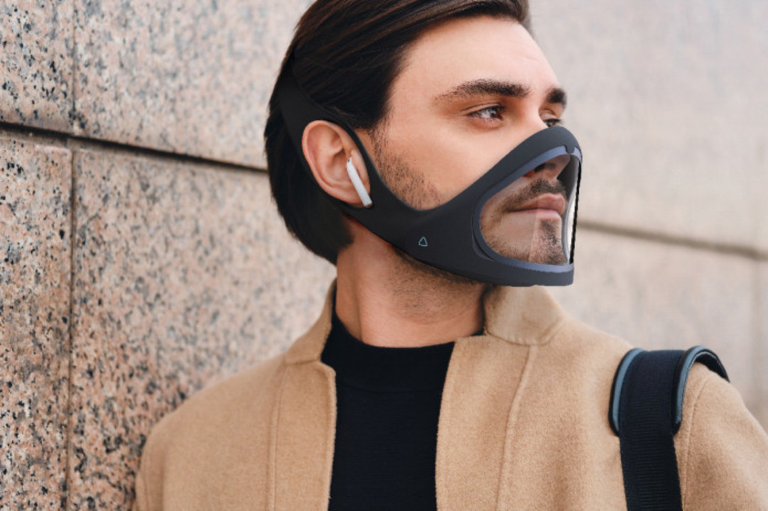 口元が透明で見える。未来的で顔のプロテクターみたいなスマートマスク「CLIU」