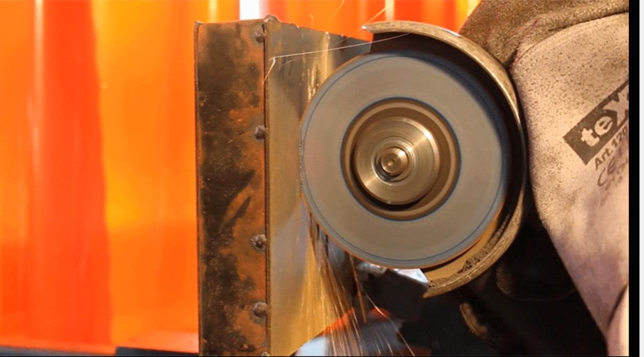 「切られれば切られるほど硬くなる金属」が誕生。ノコギリが返り討ちに