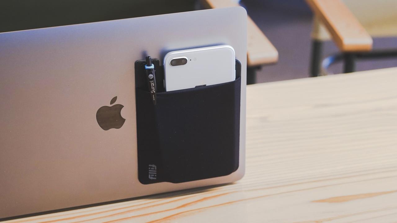 パソコンやタブレットに貼れる小物収納ポケット「Fillit Pocket」を使ってみた