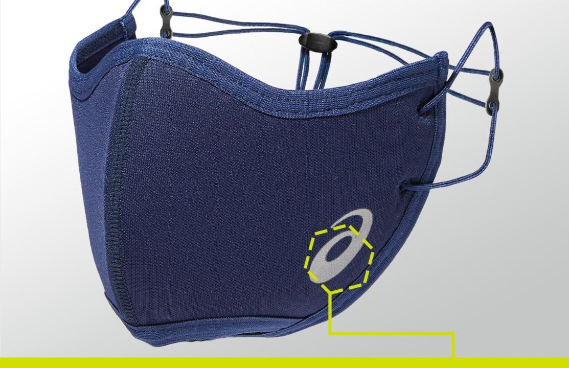 アシックスのランナー向けマスクは、呼気を逃がすための通気孔アリ