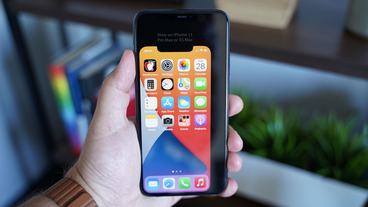 おぅ、小さいな…。iPhone 12(仮)のサイズを擬似体験できる画像