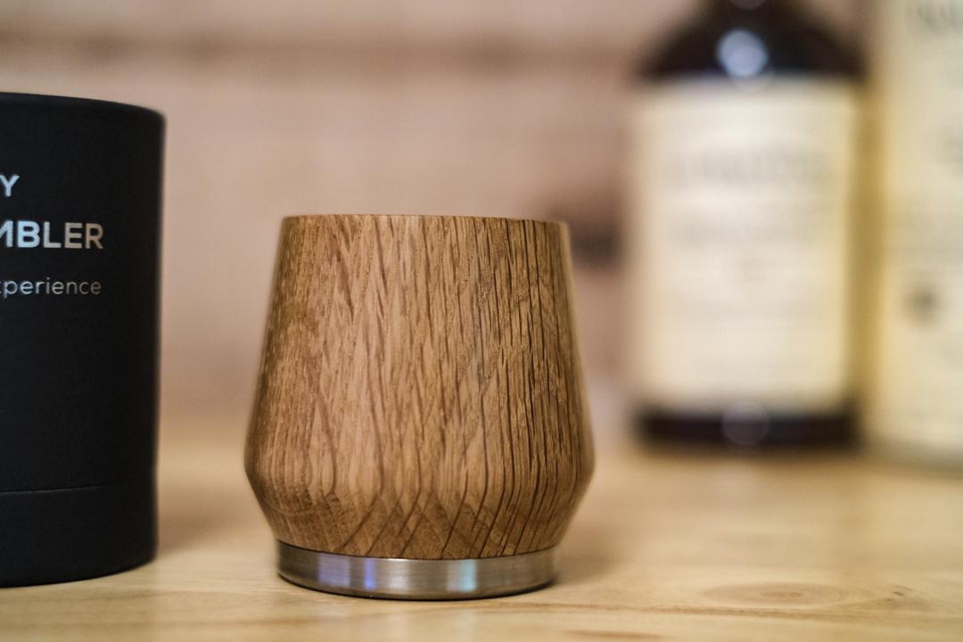 おうち飲みが贅沢に! ウイスキーを味わい深くする木製タンブラーを使ってみた
