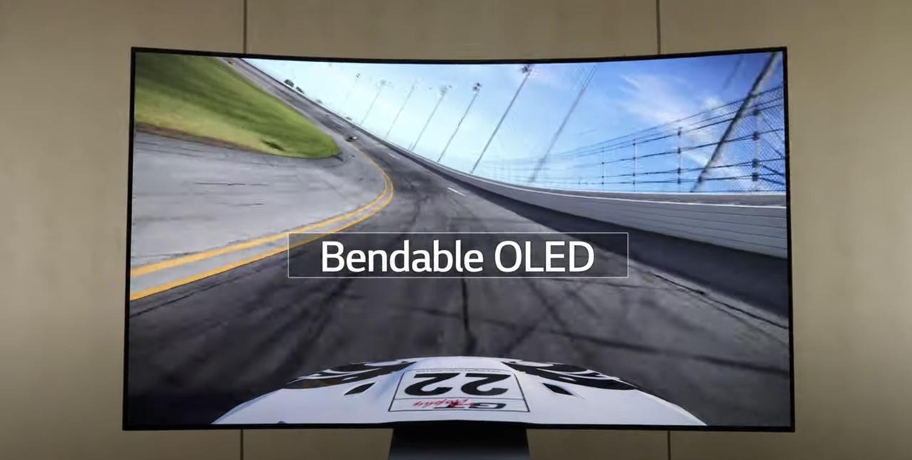 LGからまたも「未来のテレビ」が登場! 曲がる65インチ4Kテレビ