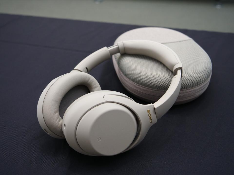 ソニー最強のノイキャンヘッドホンがAIで進化! WH-1000XM4は便利&高音質、もはやプライスレス