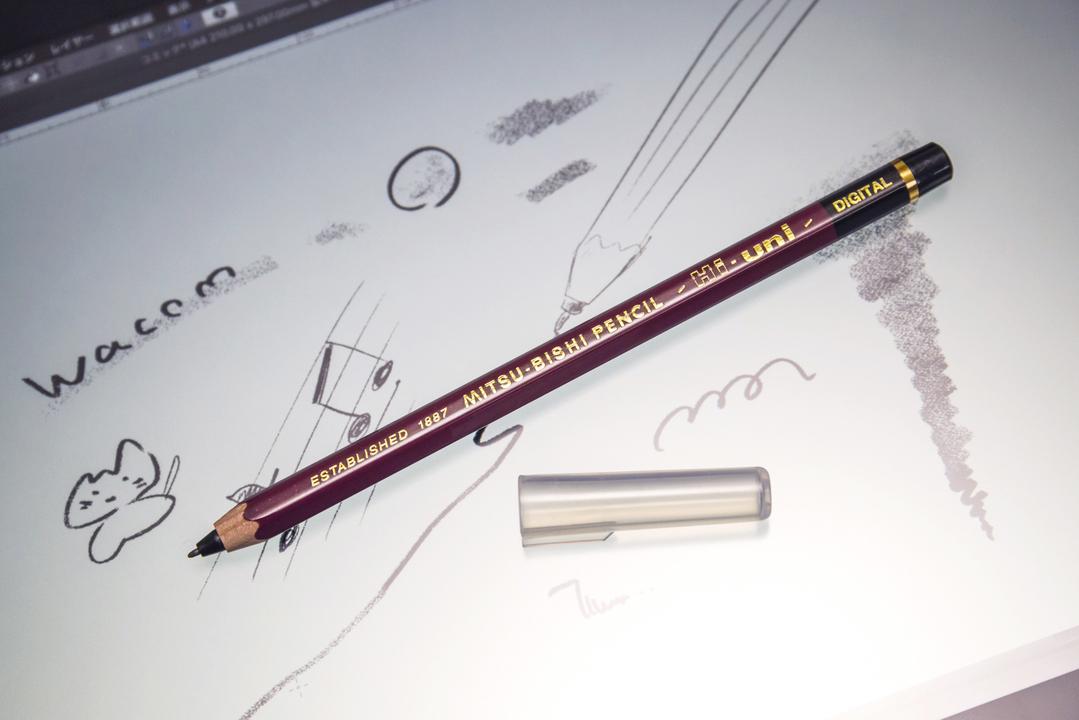 見た目は完全に「木の香りがするあの鉛筆」。だけどデジタルペンなんです