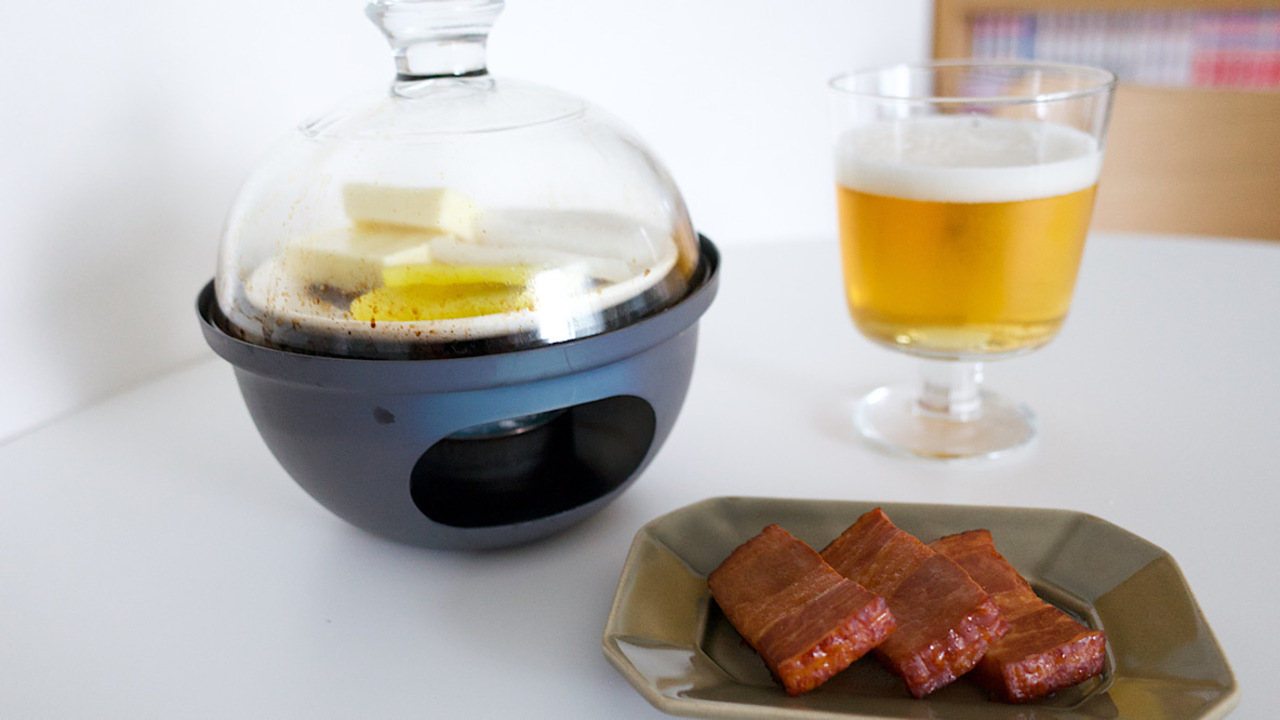 煙レスなミニサイズ燻製器で、夏に最高のおつまみを手に入れる