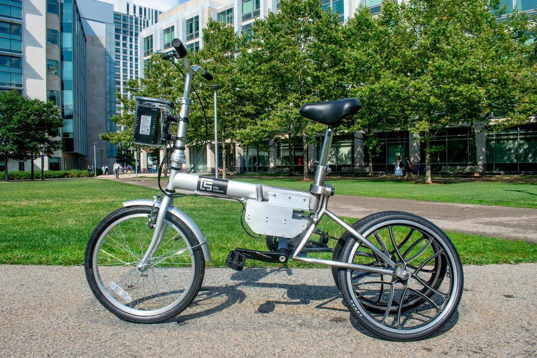 乗り捨てても自動で駐輪場に戻る自転車。トランスフォームもするよ!