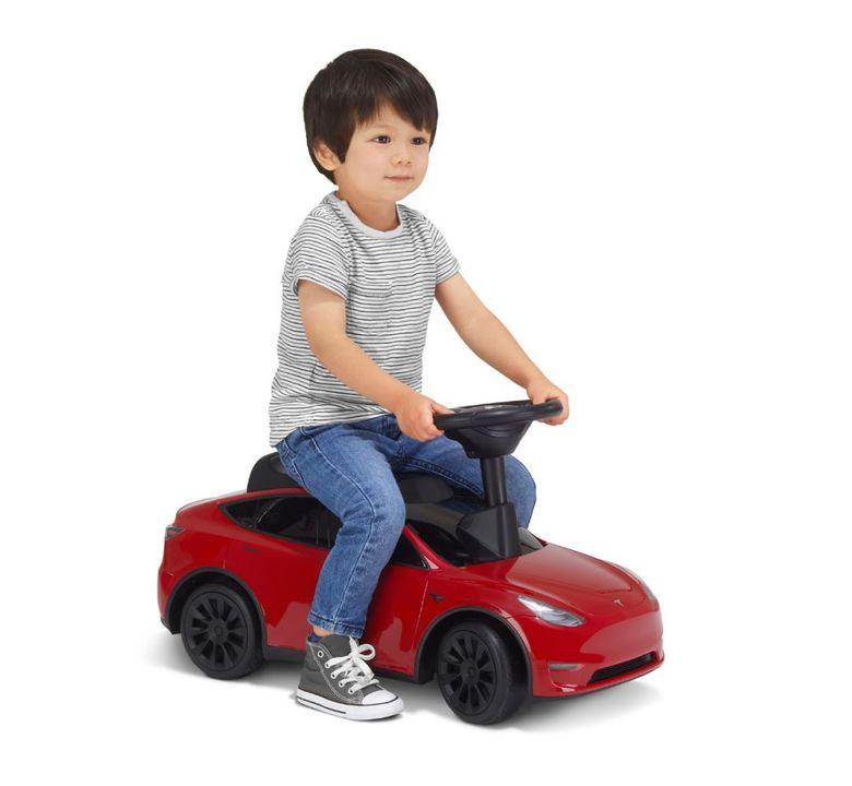 「大きくなったらテスラに乗りたい!」がスグ叶う。4歳まで乗られる初めての「モデル Y」