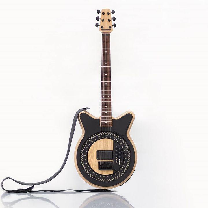 未来のギターだ! 弦を自動で爪弾く「サークル・ギター」