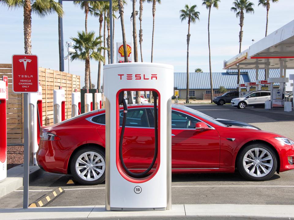 暑さ対策:カリフォルニア州ではテスラオーナーに充電時間制限のお願い