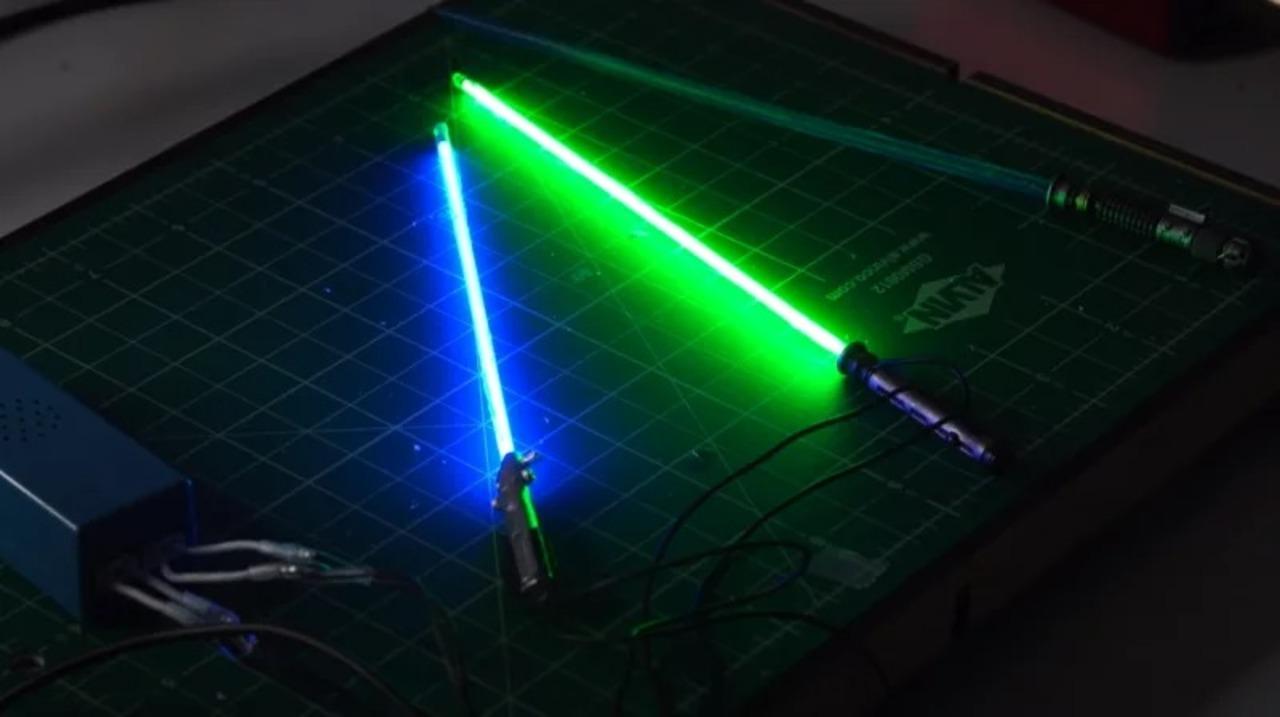 めっちゃ光る「フィギュア用ミニチュアライトセーバー」の作り方を教えてくれる動画