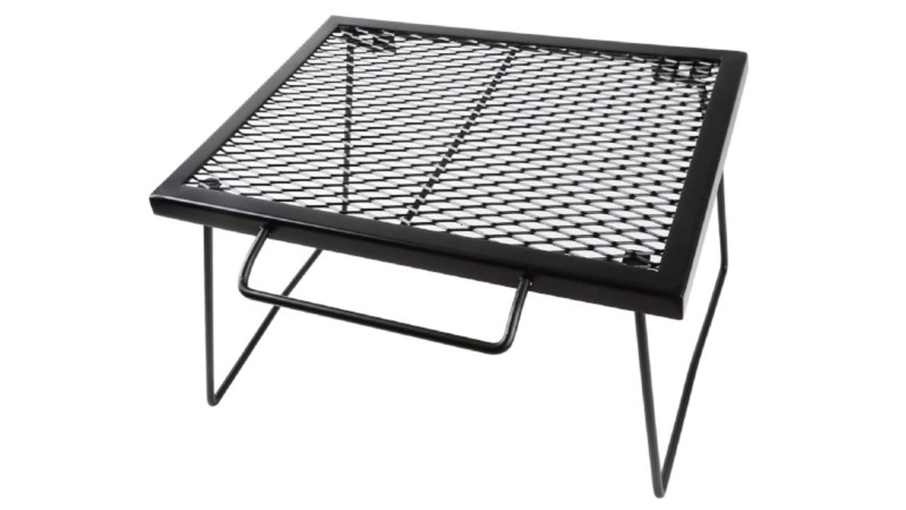アウトドアに最適! ゴトクやストーブの台にもなる折りたたみテーブル